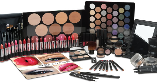 Learn how Motives® Cosmetics by Loren Ridinger changed my life. I am a professional makeup artist in Connecticut. I teach students and makeup artists how to maximize on their skills and profits.
